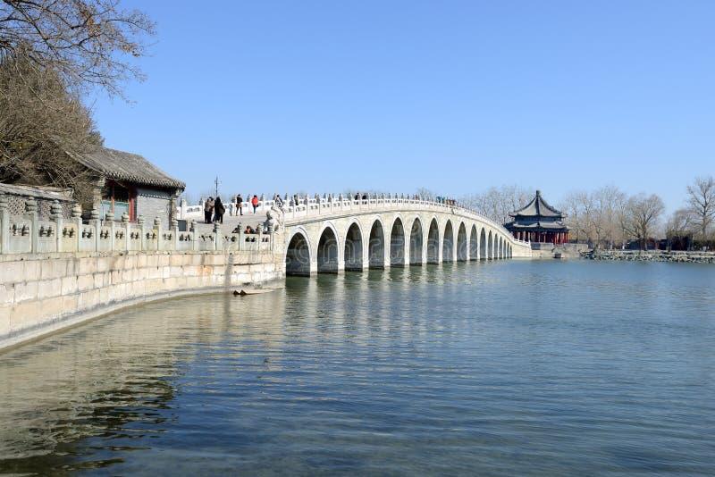 Puente de diecisiete arcos imagen de archivo