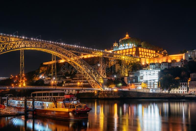 Puente de Dom Luis I, ciudad vieja de Oporto, Portugal fotografía de archivo