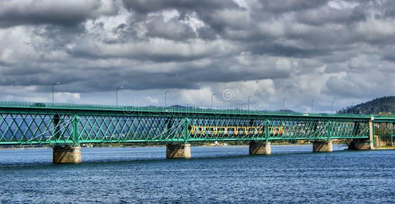 Puente de Eiffel sobre Lima River en Viana do Castelo imagenes de archivo