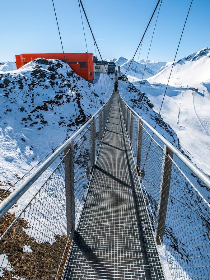Puente de ejecución en la estación de esquí de Gastein fotos de archivo