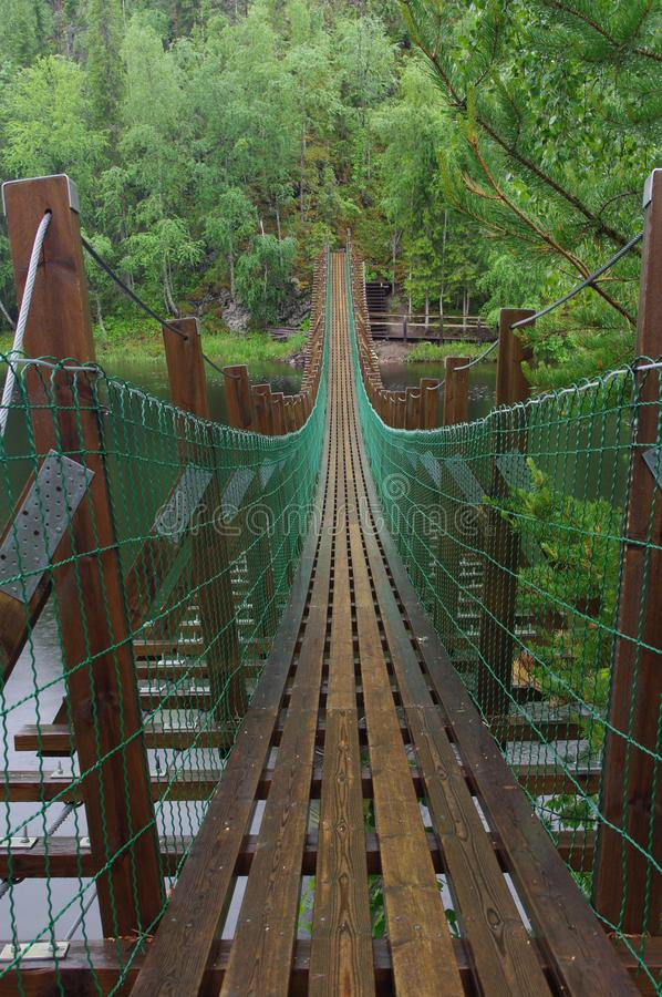 Puente de ejecución sobre el río fotos de archivo libres de regalías