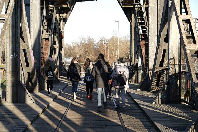 Puente de elevación en Magdeburgo fotografía de archivo