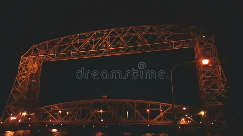 Puente de elevación de la noche fotografía de archivo