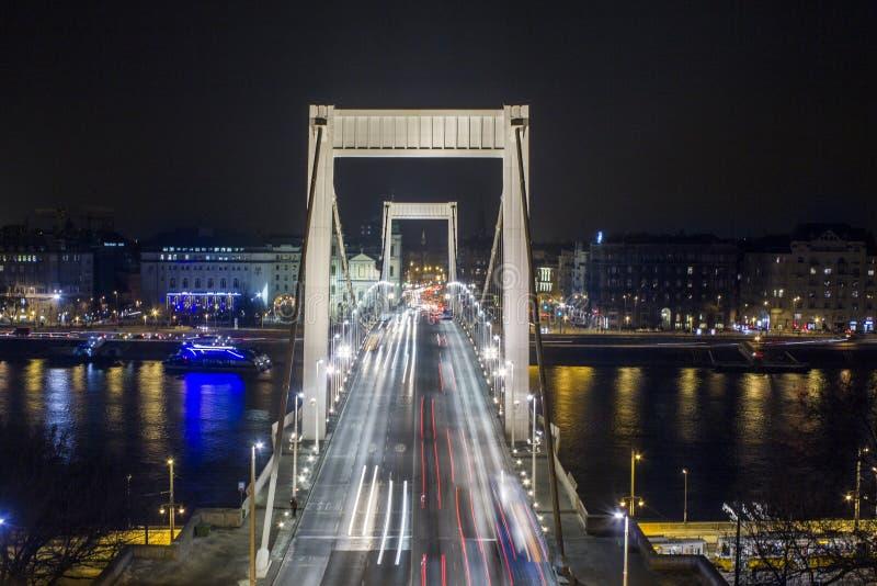 Puente de Elisabeth en Budapest en la noche fotos de archivo libres de regalías
