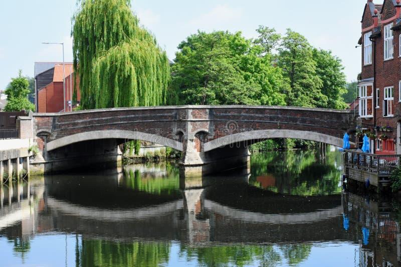 Puente de Fye, río Wensum, Norwich, Inglaterra fotografía de archivo
