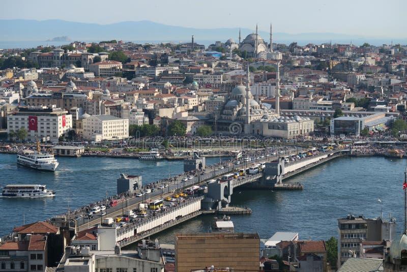 Puente de Galata, el cuerno de oro y Bosphorus en Estambul, Turquía foto de archivo libre de regalías