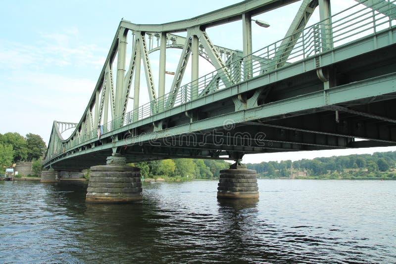 Puente de Glienicke en Potsdam, Brandeburgo fotos de archivo