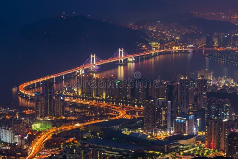 Puente de Gwangan en la ciudad de Busán, Corea del Sur fotos de archivo