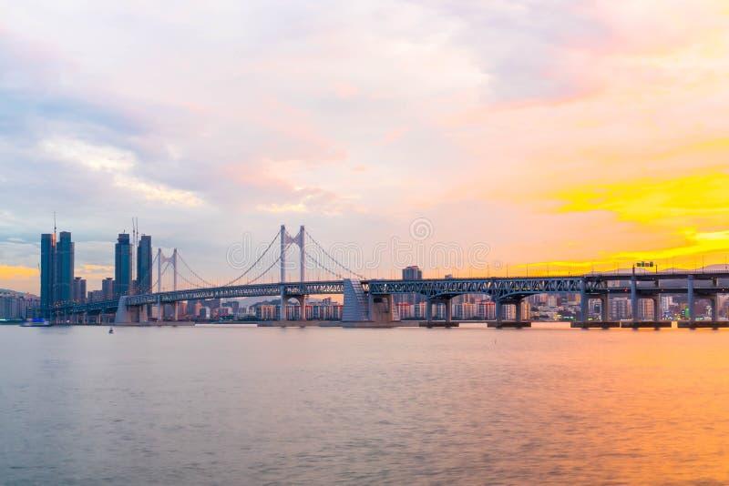 Puente de Gwangan en la ciudad de Busán, Corea del Sur imagenes de archivo