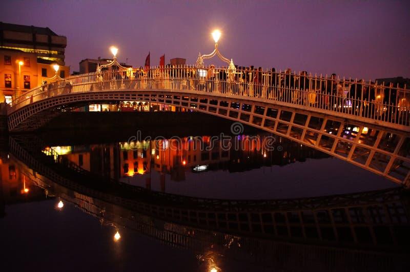 Puente de HaÂ'penny en centro histórico en Dublín fotos de archivo libres de regalías