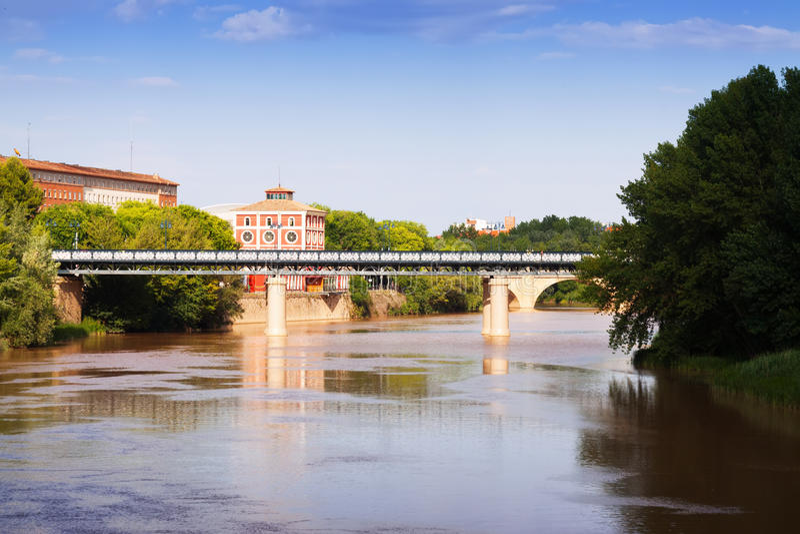 Puente de Hierro au-dessus de l'Èbre Logrono, Espagne images stock