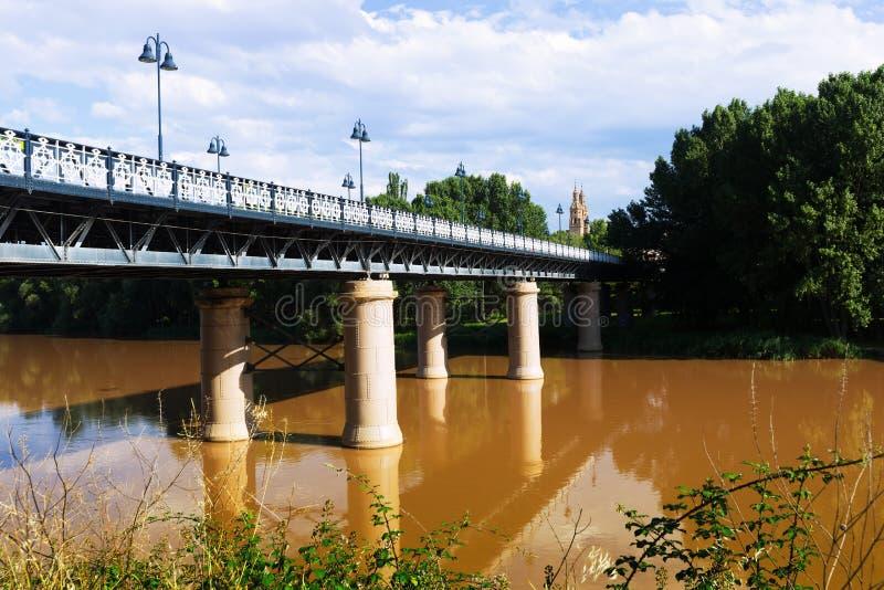 Puente de Hierro sobre Ebro foto de stock royalty free
