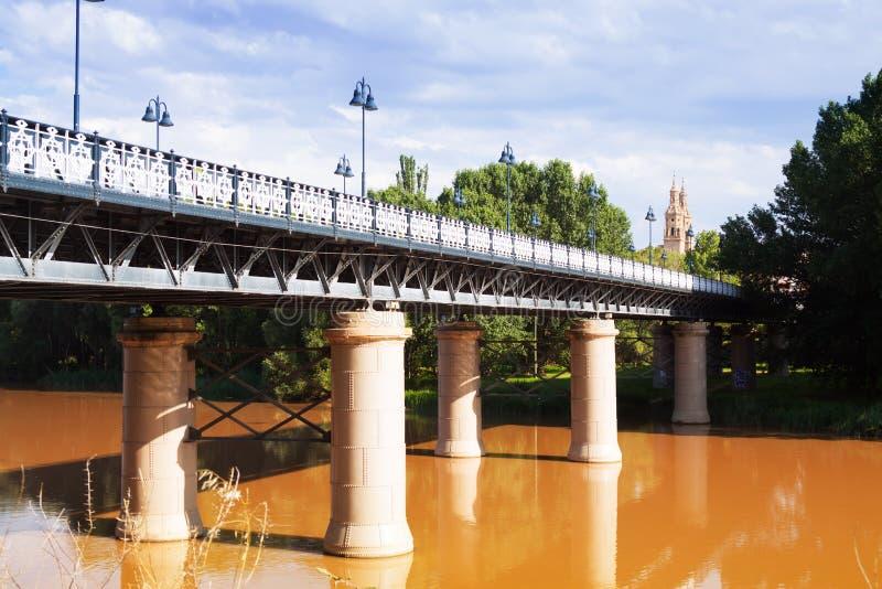 Puente de Hierro sobre Ebro River Logrono fotografia de stock royalty free