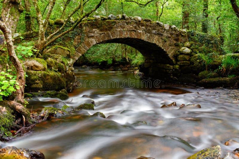 Puente de Hisley en Dartmoor imagenes de archivo