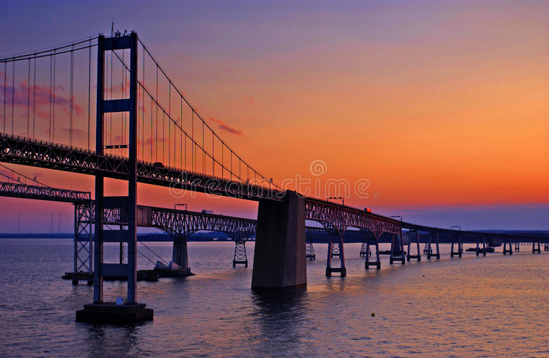 Puente de la bahía de Chesapeake en el amanecer foto de archivo