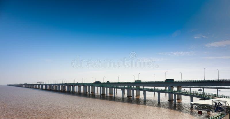 Puente de la bahía del ` s Hangzhou de China fotografía de archivo libre de regalías