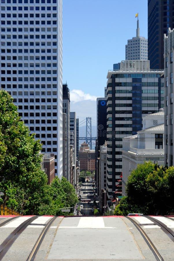 Puente de la bahía de Oakland de las cuestas de San Fransico imagenes de archivo