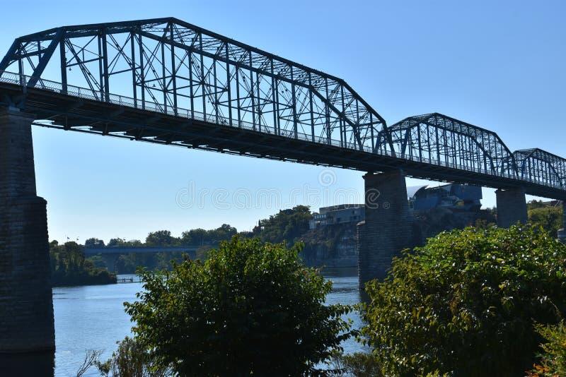 Puente de la calle de la nuez en Chattanooga, Tennessee imagen de archivo libre de regalías