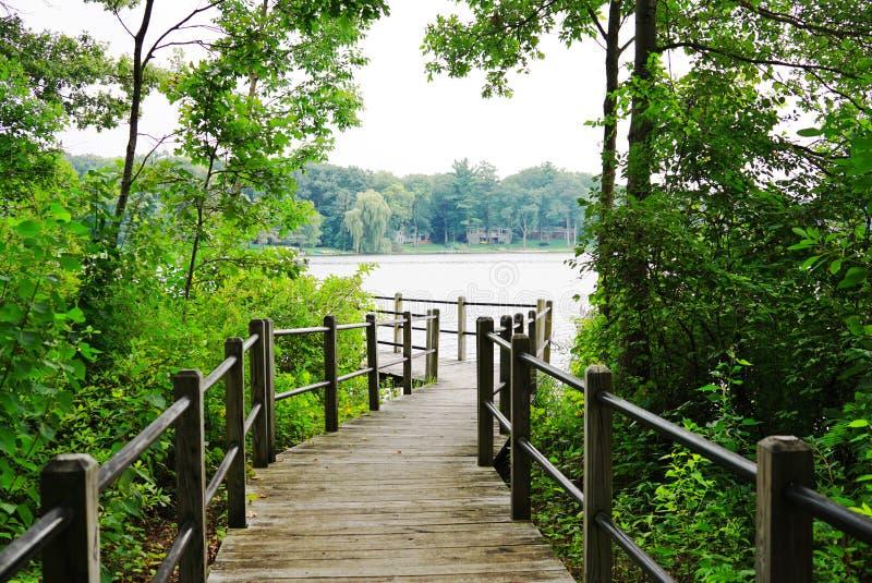 Puente de la calzada sobre el lago Michigan boardwalk foto de archivo libre de regalías