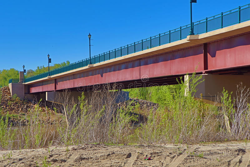 Puente de la carretera sobre el río de Minnesota foto de archivo