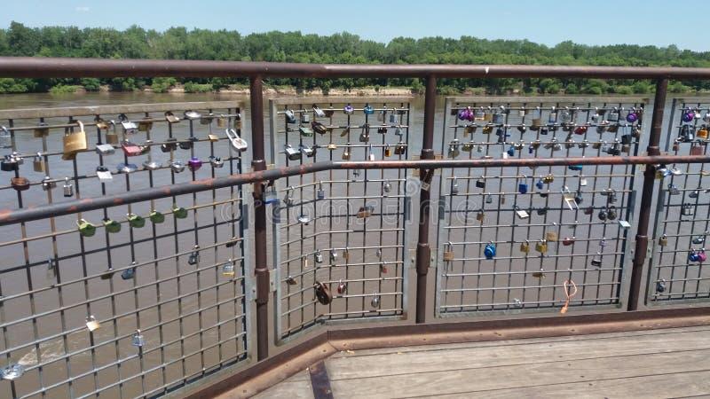 Puente de la cerradura del río fotos de archivo