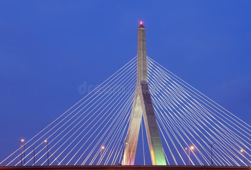 Puente de la colina de arcón de Leonard P. Zakim en la noche fotos de archivo libres de regalías