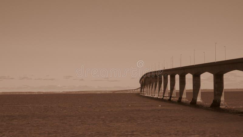 Puente de la confederación en el cielo de la mañana foto de archivo