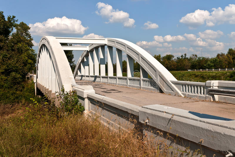 Puente de la curva del arco iris imagen de archivo