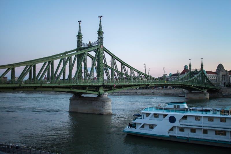 Puente de la libertad (Szabadsag ocultado) fotos de archivo libres de regalías