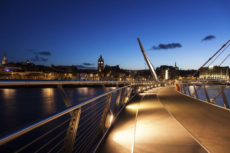 Puente de la paz en Derry fotografía de archivo libre de regalías