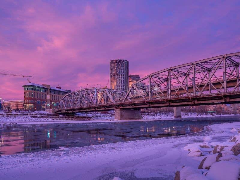 Puente de la reconciliación, Calgary Alberta imagenes de archivo