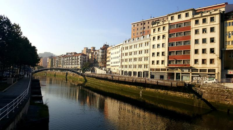 Puente de la Ribera in Bilbao, Spanien lizenzfreies stockbild