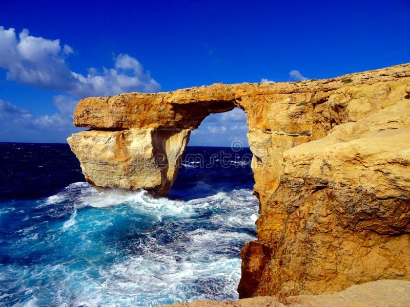 Puente de la roca en el mar fotografía de archivo libre de regalías
