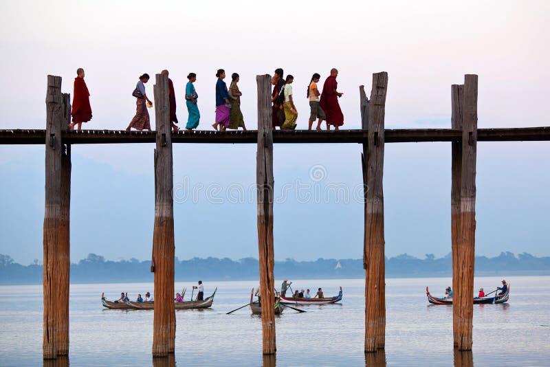 Puente de la teca de U Bein en Amarapura, Myanmar fotografía de archivo libre de regalías