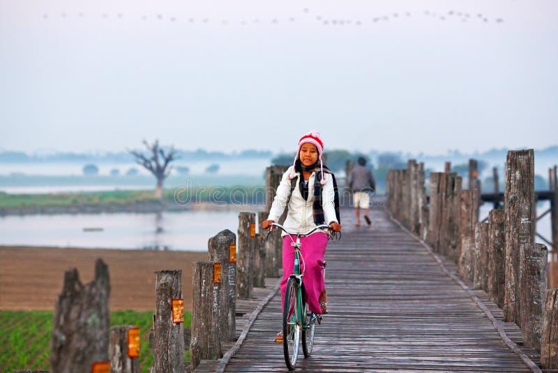 Puente de la teca de U-Bein, Myanmar foto de archivo libre de regalías