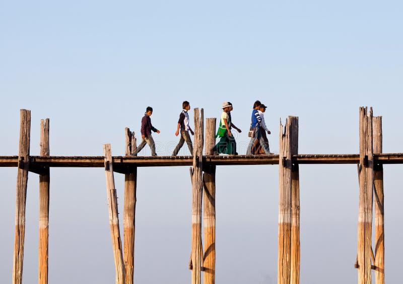 Puente de la teca de U Bein en el lago Taungthaman, Myanmar foto de archivo