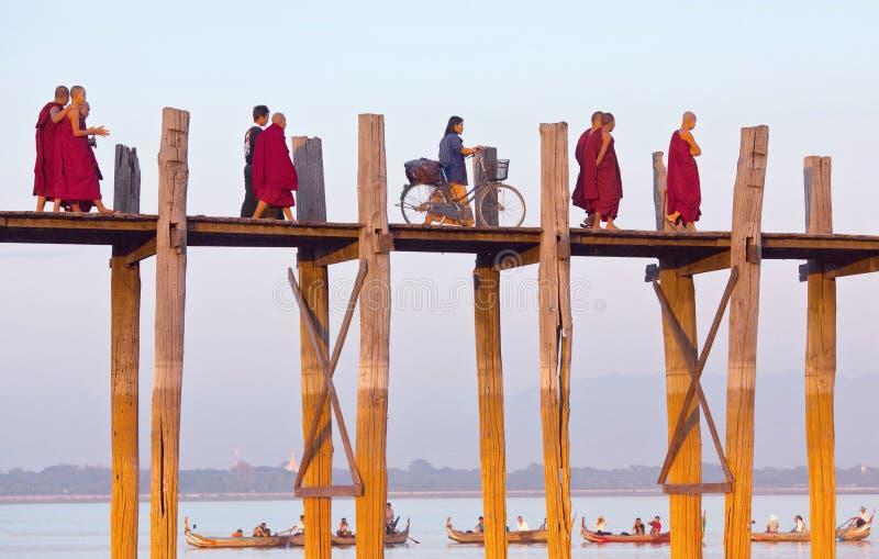 Puente de la teca de U Bein, Myanmar imagen de archivo