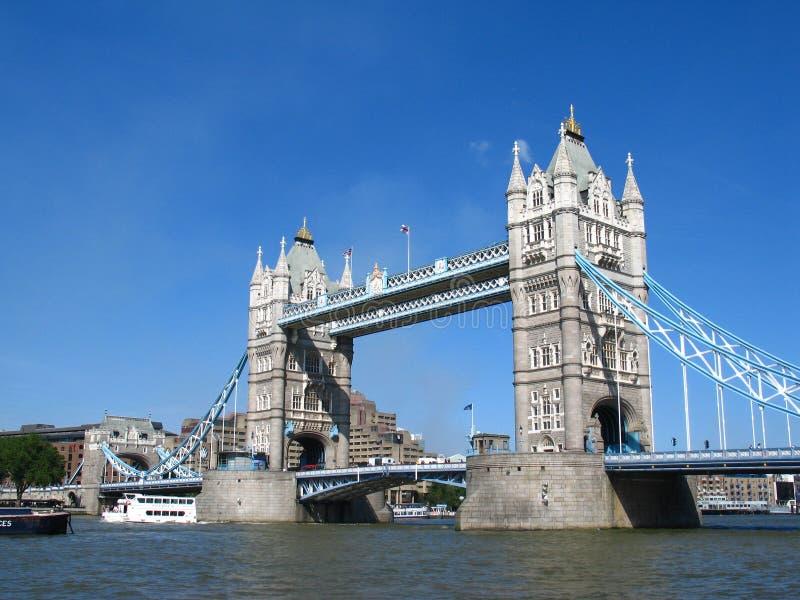Download Puente de la torre imagen de archivo. Imagen de reino - 1292495