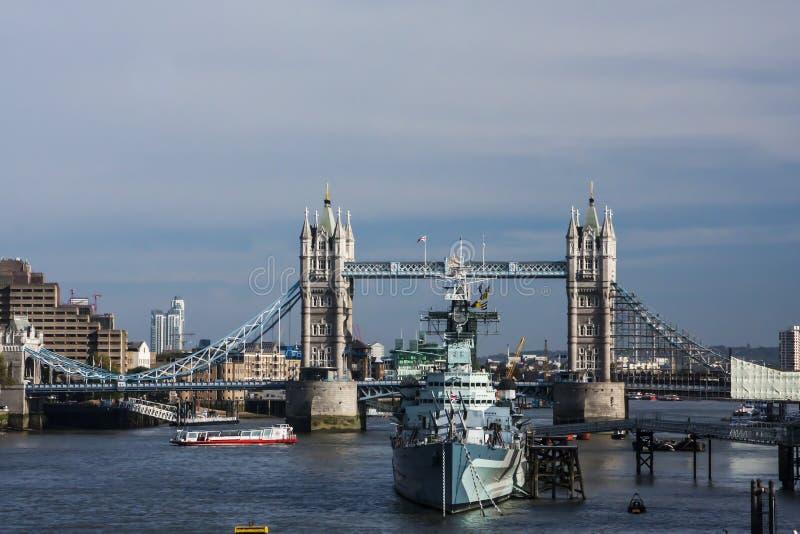 Puente de la torre, imagen de archivo libre de regalías