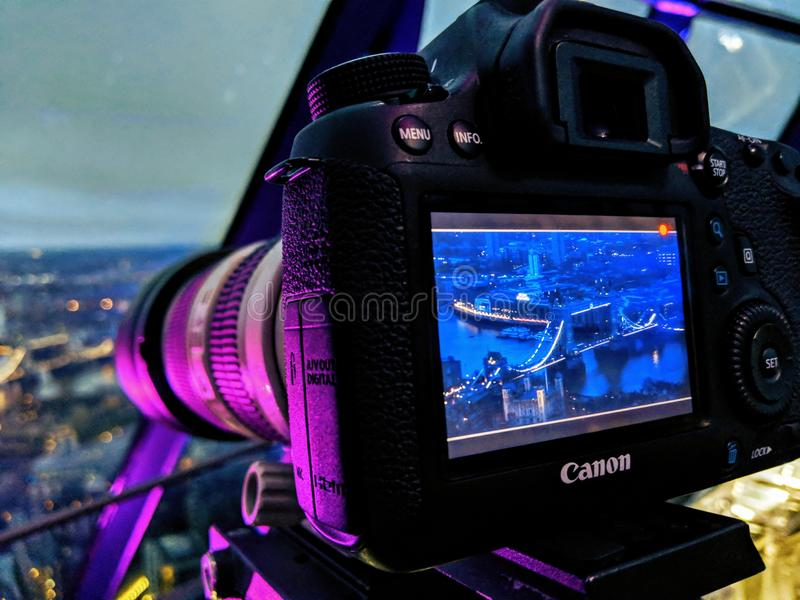 Puente de Londres a través de una cámara fotografía de archivo