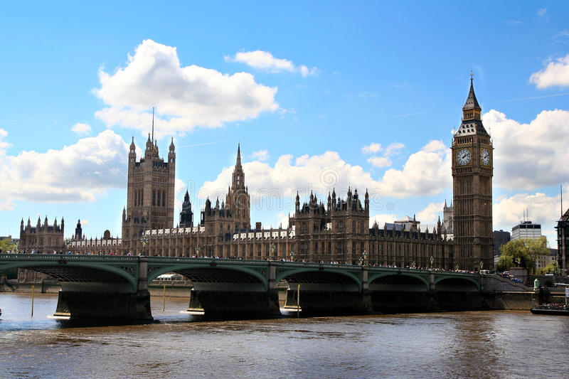 Puente de Londres y Ben grande fotografía de archivo