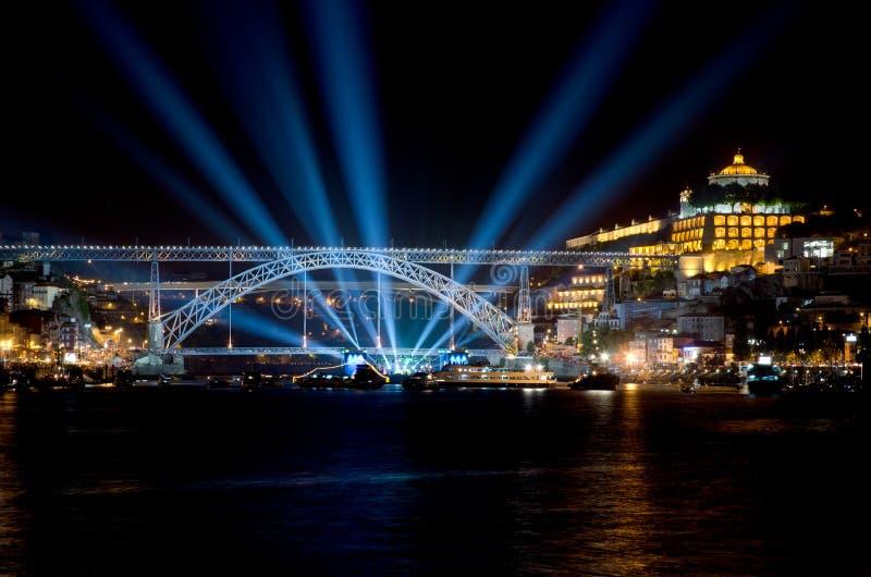 Puente de los Dom Luis I en la noche foto de archivo