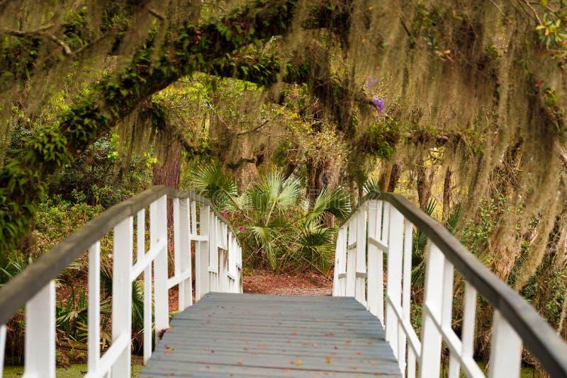 Puente de los jardines de la magnolia imágenes de archivo libres de regalías