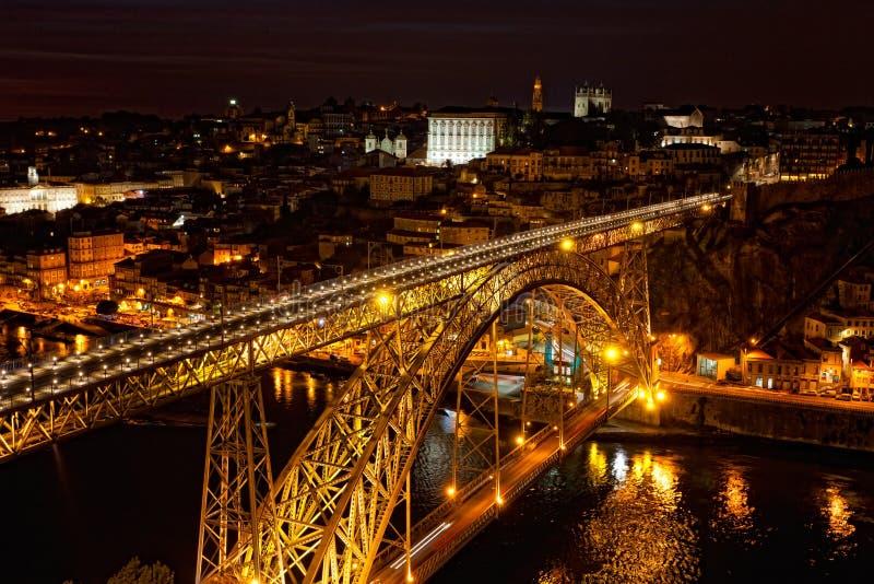 Puente de Luis I en la noche foto de archivo