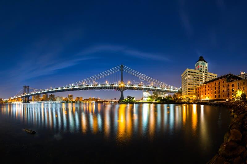 Puente de Manhattan en el amanecer imagenes de archivo