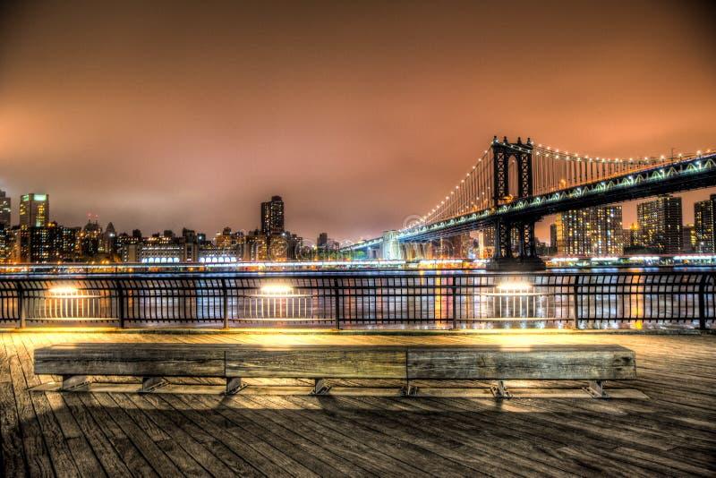 Puente de Manhattan en la noche en New York City imágenes de archivo libres de regalías