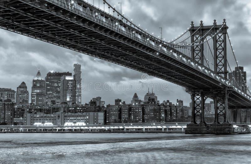 Puente de Manhattan en la noche Nueva York foto de archivo libre de regalías
