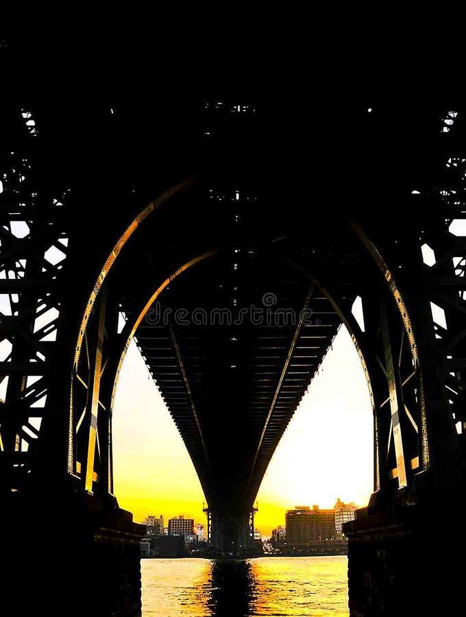 Puente de Manhattan en la puesta del sol foto de archivo libre de regalías