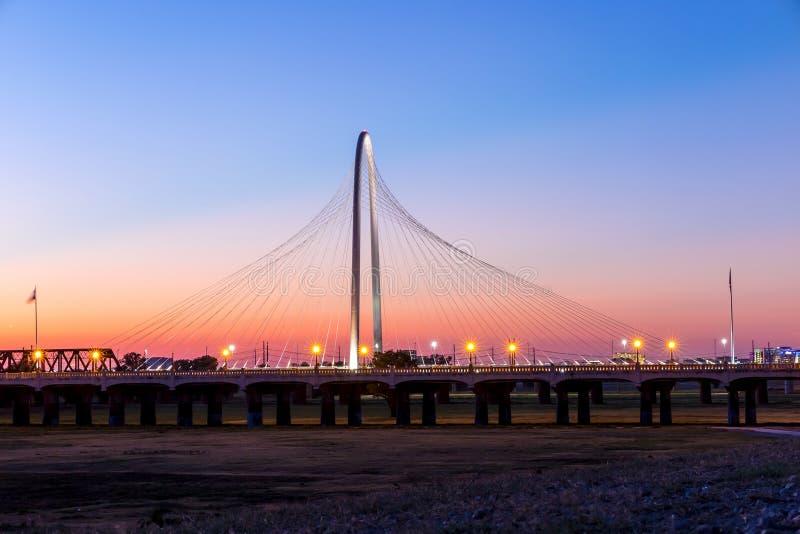 Puente de Margaret Hunt Hill por noche imágenes de archivo libres de regalías