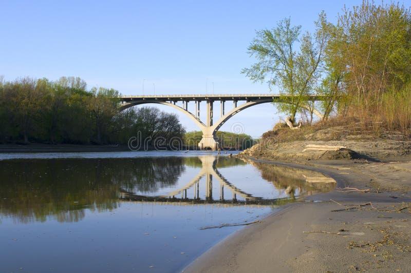 Puente de Mendota de orillas del río de Minnesota imagenes de archivo